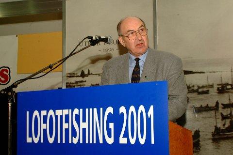 VIKAR. Her åpner Jon Tørset LofotFishing i Kabelvåg i 2001, som fylkesordfører.
