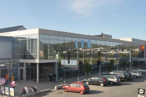 STØRRE OVERSKUDD: Selskapet som eier Lofotsenteret på Leknes fikk et større overskudd i 2020 enn i 2019