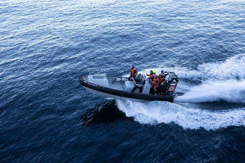 """INNSATS: KNM """"Thor Heyerdahl"""" sin """"Sjøbjørn"""" klar for innsats ved Risøyrenna."""