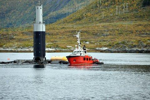 KRAFTVERK: Lofoten er best egnet for å prøve ut ny teknologi for tidevannkraft, mener Lofotrådet i sitt innspill til regjeringens kystsatsing. Her fra utprøvingen av tidevannkraftverket i Gimsøystraumen i 2010. Arkivfoto: Lofotposten