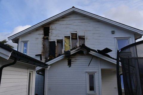 BRANN: Mannen er blant annet tiltalt for å ha forårsaket brann i et bolighus i Lofoten i juli. Familien boende i bolighuset kom seg heldigvis uskadd fra hendelsen.