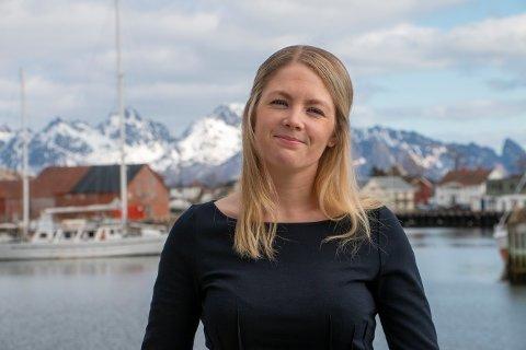 MEGLER: Elin Holst er eiendomsmegler i DNB. For tiden opplever hun etterspørselen som høyere enn tilbudet på boliger i Lofoten.