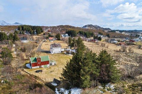SMÅBRUK: Dette småbruket på Gjerstad ble solgt for 3.500.000 kroner. Det var 750.000 over takst.