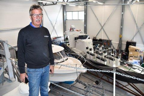Erfaren motormann: Tor Olav Berre har jobbet med biler og båter hele livet. Her deler han noen enkle motortips før sommersesongen med Lofotpostens lesere.