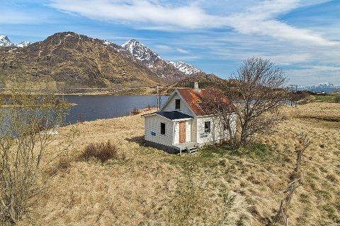 GAMMELT: Huset er fra 1924, og mangler vann, avløp og strøm.