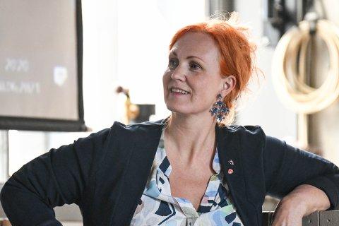 Vil bygge i Kabelvåg: Varaordfører Lena Hamnes og Vågan Ap mener kommunen bør bygge basseng i Kabelvåg først.