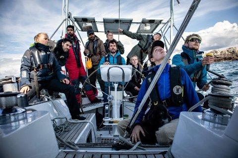 Miljøroganisasjonen Marinewide seiler rundt og rydder strender.