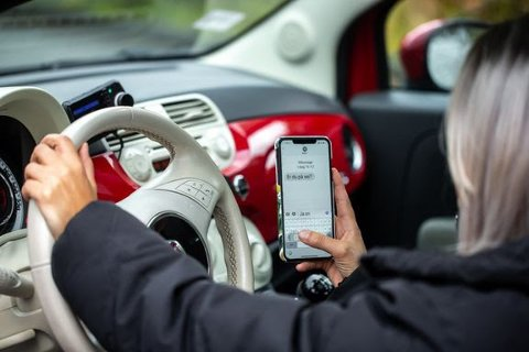 Farlig distraksjon: Statistikk fra 2018 viser at distraksjon knyttet til mobilbruk eller annet utstyr var antatt som medvirkende årsak til 12 dødsulykker.