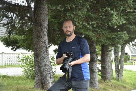 JOBBSPRANGET: Jan Ottar Olufsen angrer ikke på at han tok spranget fra å være arbeidstaker til å starte egen bedrift innen foto og grafisk design.Foto: Eirik Eidissen