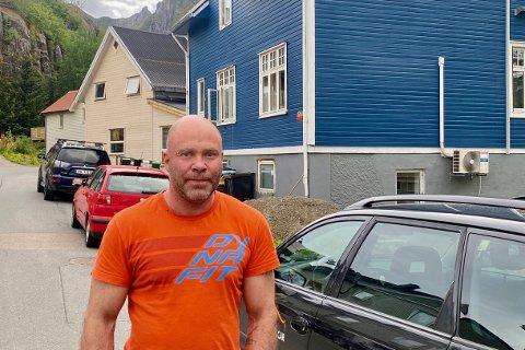 Mareno Arntzen har sett seg lei alle sammenstøtene som oppstår i krysset mellom Gymnasgata og Kong Øysteins gate.