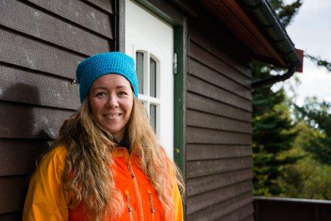 GLEMMER HVERDAGEN: Maria Fouad og familien, som bor på Vestvågøy, er mye på hytta i skogen. Selv om den ligger under ei mil fra hjemmet deres, glemmer de hverdagen når de er her.