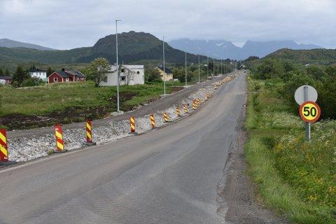 HAR INGEN DATO: Det er fortsatt ingen klarhet i når gang- og sykkelveien mellom Gravdal og Ballstad vil asfalteres.