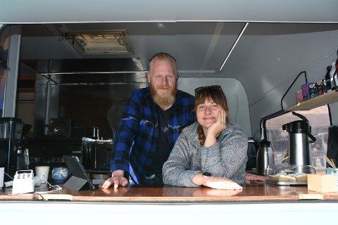 Agata Kotowicz og Kim-Are Botolfsen fra Bøstad bemanner food trucken under Høstvekka, og byr på kortreist mat basert på Agatas oppskrifter.