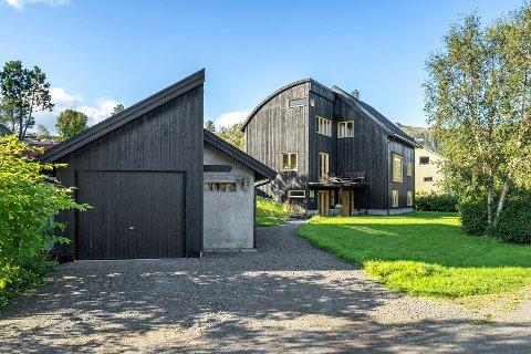 OVER TAKST: Dette huset på Finneset i Kabelvåg gikk for 1,2 millioner over takst.