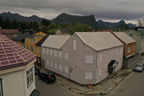 USOLGT:  Gården ligger i krysset Storgata/Torggata i Kabelvåg.