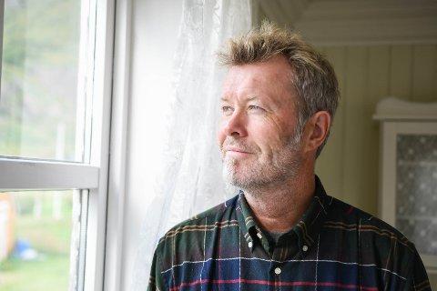 Trives: Magne Furuholmen mener stillhet og ro på et sted som Brettesnes er noe flere vil ønske å oppleve. Nå satser han på både gård og hytter i bygda i Vågan.