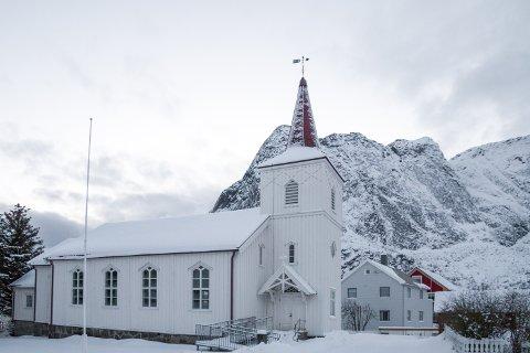 Reine kirke har normalt plass til 250 personer. Nå kan kun 50 kirkegjengere være tilstede samtidig, grunnet faren for koronasmitte.