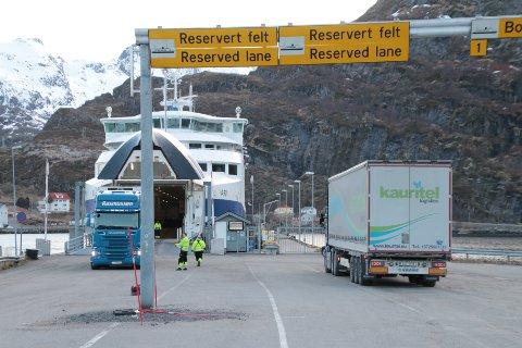 - Kjøretøy og passasjerer kan reise med fergen MS Bodø fra Moskenes til Værøy og omlastes til fergen MF Landegode som fortsetter til Bodø ved avgang Værøy cirka klokka 22:15, melder rederiet.