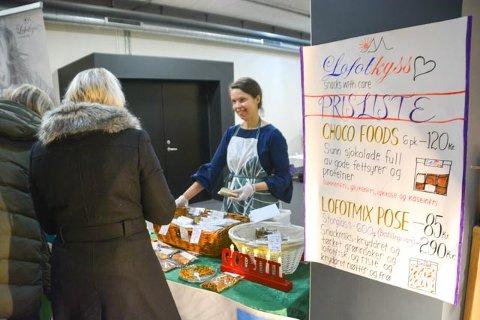 Monica Holand på lokalmatmesse i Meieriet kultursenter på Leknes i 2017.