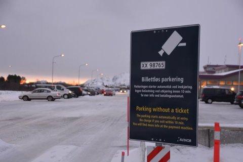 Billettløs parkering på Leknes lufthavn siden torsdag i forrige uke.