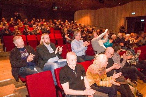 Publikum klapper fornøyd etter at seks timers jubileumskonferanse er vel i havn.