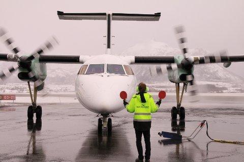 Widerøes første landing på Leknes Lufthavn med direkteflyet mellom Oslo og Leknes.
