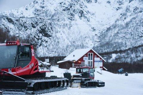 Det ble ikke produsert snø i alpinanlegget i Stamsund tirsdag 2. januar.  Det var for mildt. Når termometeret viser noen minusgrader igjen, settes snøkanonene i gang.