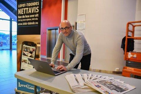 Medierådgiver Sven- Erik Kristiansen i Lofot-Tidende i Lofotsenteret på Leknes. Han vil stå der alle torsdager og fredager i januar.