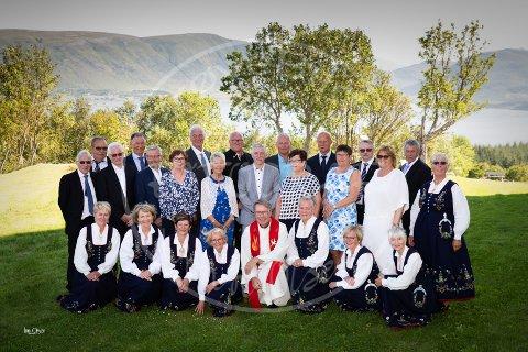 Første rekke fra venstre: Aina Thorsen (Karlsen), Bodil Fjelltun Hansen, Lillian Olavsen (Martinsen), Snefrid Larsen, May-Britt Brodersen (Lilleng), Rita Balseth (Nikolaisen), Liv-Anne Hjelvoll, Solveig Toften (Vingås). Andre rekke: Magne Torheim, Ann Frid Hansen, Kari Sunnarvik (Benjaminsen), Aud Larsen (Arntsen), Anna Olsen (Nilsen), Helen Monsen, Sten Lyder Hansen. Tredje rekke: Magne Adolfsen, Ole Angelsen, Are Hansen, Oscar Justad, Werner Martinsen, Sten Jonassen, Frits Edvardsen, Arnt Nilsen, Per Hugo Pettersen, Jakob Henningsen.