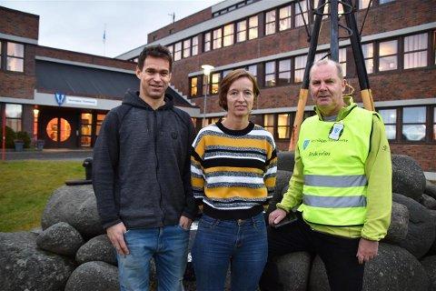 F.v. Eivind Aarland i takseringsfirmaet Jeesaa AS, økonomisjef Line Andreassen og økonomikonsulent Nils Kåre Vorland i Vestvågøy kommune.