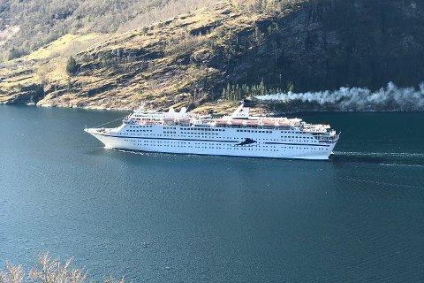 FÅR HISTORISK HØYT GEBYR: Cruiseskipet MS Magellan gikk inn i to verdensarvfjorder med svovelverdier langt over lovlig nivå.