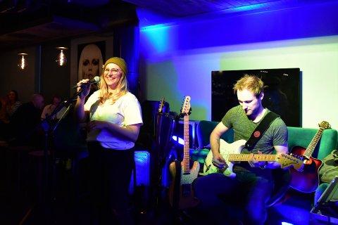The Voice-deltaker Steffi Jo Buie og Joakim  Bjerkli spilte på åpningen av Digg i slutten av juli.