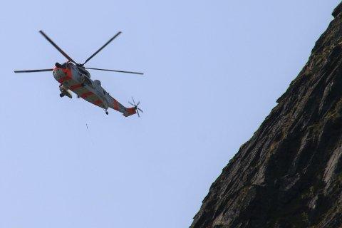 REDNINGSAKSJON PÅ REINEBRINGEN: En mann som var på tur på Reinebringen tirsdag skadet hodet, og ble hentet av redningshelikopteret.