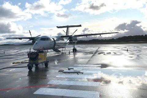 Flyplassen på Leknes en godværsdag.