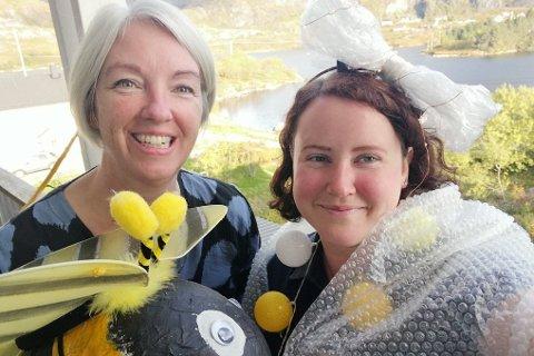 BILDE 1 AV 4: Lilian Dijkema (t.v.) og Kristin Arntzen er to av de lyse hodene i BliLyst i Moskenes, som arrangerer lysvandring rundt Sørvågenvannet for tredje år på rad. Her er de i full gang med å lage kostymer til lysvandringen.