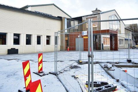 Serveringsstedet Sans og Samling ber om 380.000 kroner fra Vestvågøy kommune i forbindelse med tap som de mener skyldes arbeid med Storgataprosjektet.