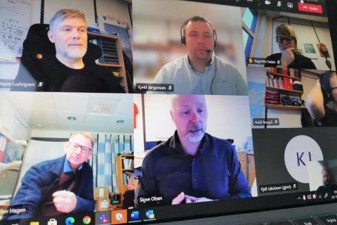 Beredskapsgruppa i Vestvågøy kommune har digitale møter. Øverst f.v. og med klokka: Lars Pleym Ludvigsen, Kjetil Jørgensen, Ragnhild Sæbø, Nils Olav Hagen, Sigve Olsen og Remi Solberg. Kommuneoverlegen var også med på møtet fredag.