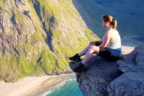 Ann-Kristin Danielsen (42) gikk til topps blant søkerne til stillingen som avdelingsleder for hjemmetjenesten på Gravdal/Ballstad. Her er hun på fjellet Ryten i Flakstad.