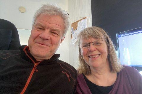 Kunstner og gallerist Vebjørg Hagene Thoe, her sammen med ektemannen Scott Thoe, som også er kunstner og medeier i Galleri 2 i Stamsund.