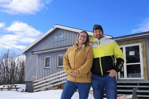 Izabella og Christian Altenbrunn, eiere og drivere av Gamle skola kafé og lekeland, er rørt over all støtten.