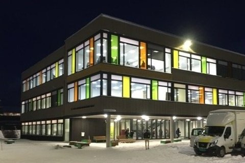 Vest-Lofoten videregående skole på Leknes.