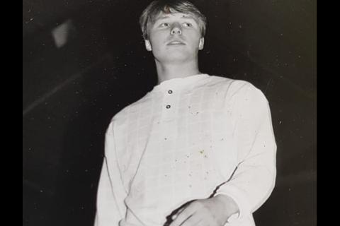 En gang på 80-tallet hadde Sigve Olsen (54) hår, og deltok på moteoppvisning.