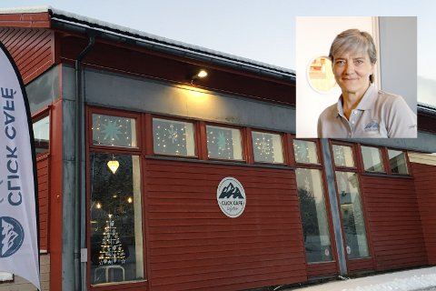 Innehaver og daglig leder Lisbeth Eriksen åpnet dørene til Click café på Ramberg i 2018. Nå setter koronakrisen en foreløpig stopper for driften, og Eriksen har lagt kafeen ut for salg.