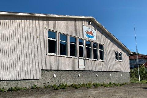 Ungdomshuset til Ballstad ungdoms- og idrettslag trenger renovering. Nå har de startet en digital innsamlingsaksjon.