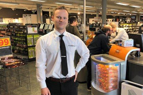 Snorre Eliassen (24) ble formelt eier av elektrobutikken Power Leknes fra 1. juni.
