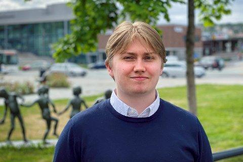 Ørjan Danielsen fra Leknes har tatt fagprøven innen datautvikling.