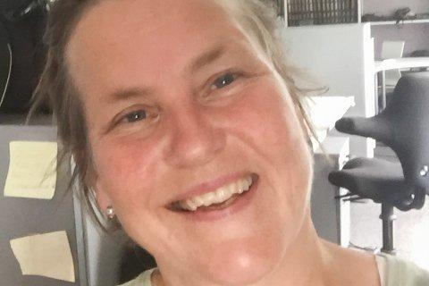 «Karin selvportrett», skriver journalist Karin Pettersson Skarby (XX) om bildet som er tatt på hennes siste arbeidsdag i Lofot-Tidende – i hvert fall for en periode.