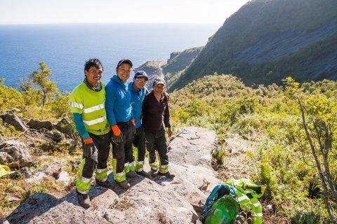 Sherpaene som bygger trappetrinnene opp Reinebringen kommer seg ikke til Norge på grunn av koronaen.