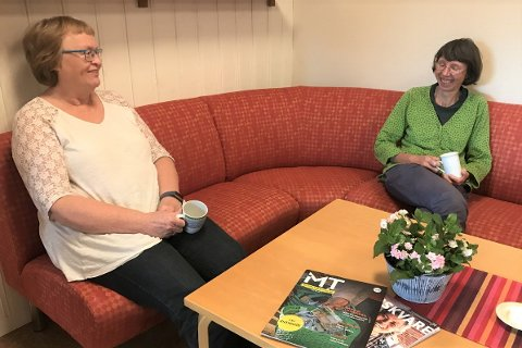 «Misjonsforeningen for unge kvinder»; Her representert ved Anne Lise Haakestad (60, t.v.) og Solveig Utvik (54).