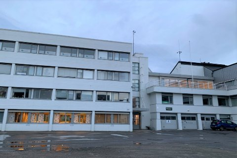 Næringshagen i Storgata 105 på Leknes, hvor Vest-Lofoten lensmannskontor nå blir leietakere i tre år.